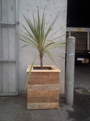 pallet furniture planter box single